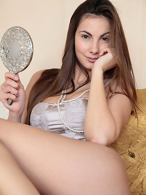 Stunning Connie Carter plays with her tight hole in the mirror